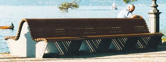 Ławka INTRA z drewnianym olistwowaniem